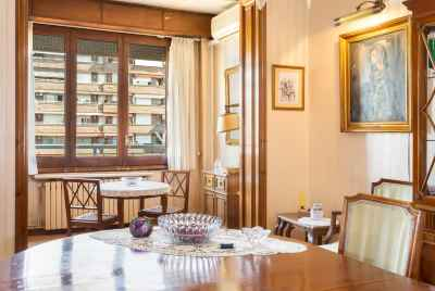 Renovated apartment in the center of Barcelona